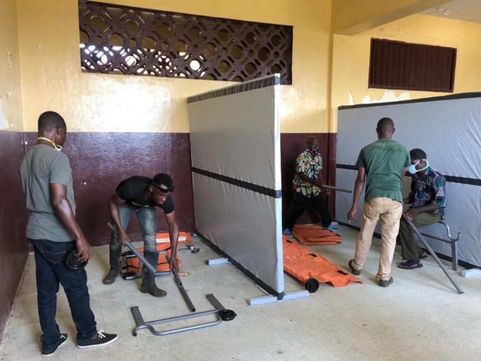 Staff set up a new COVID-19 quarantine centre in Liberia