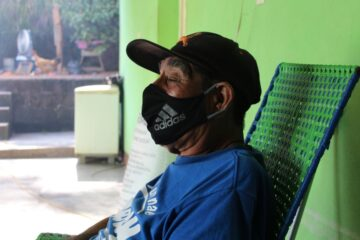 Armando Torres, a patient who has recovered from COVID-19, resting at home in rural Chiapas and wearing a face mask. (Photos by Paola Rodriguez / Partners In Health)