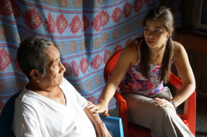 Dr. Valeria Macías speaks with patient during her year of service as a pasante in Mexico in 2014.